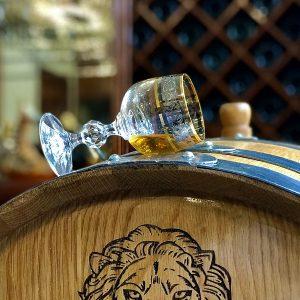Tại sao phải ủ rượu trong thùng gỗ sồi